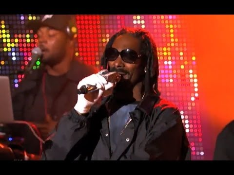 "7 Days Of Funk (Snoopzilla + Dam Funk) – ""Do My Thang"" / ""Faden Away"" (Live on Jimmy Kimmel)"