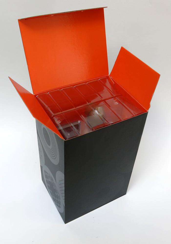 dillafigure-box-open